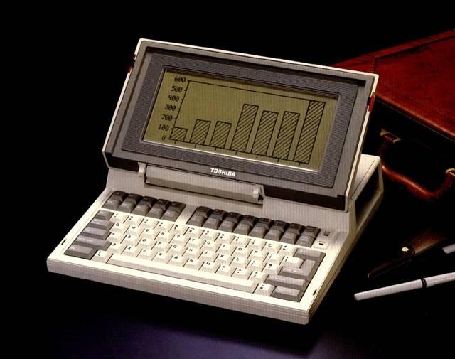 primul-laptop-