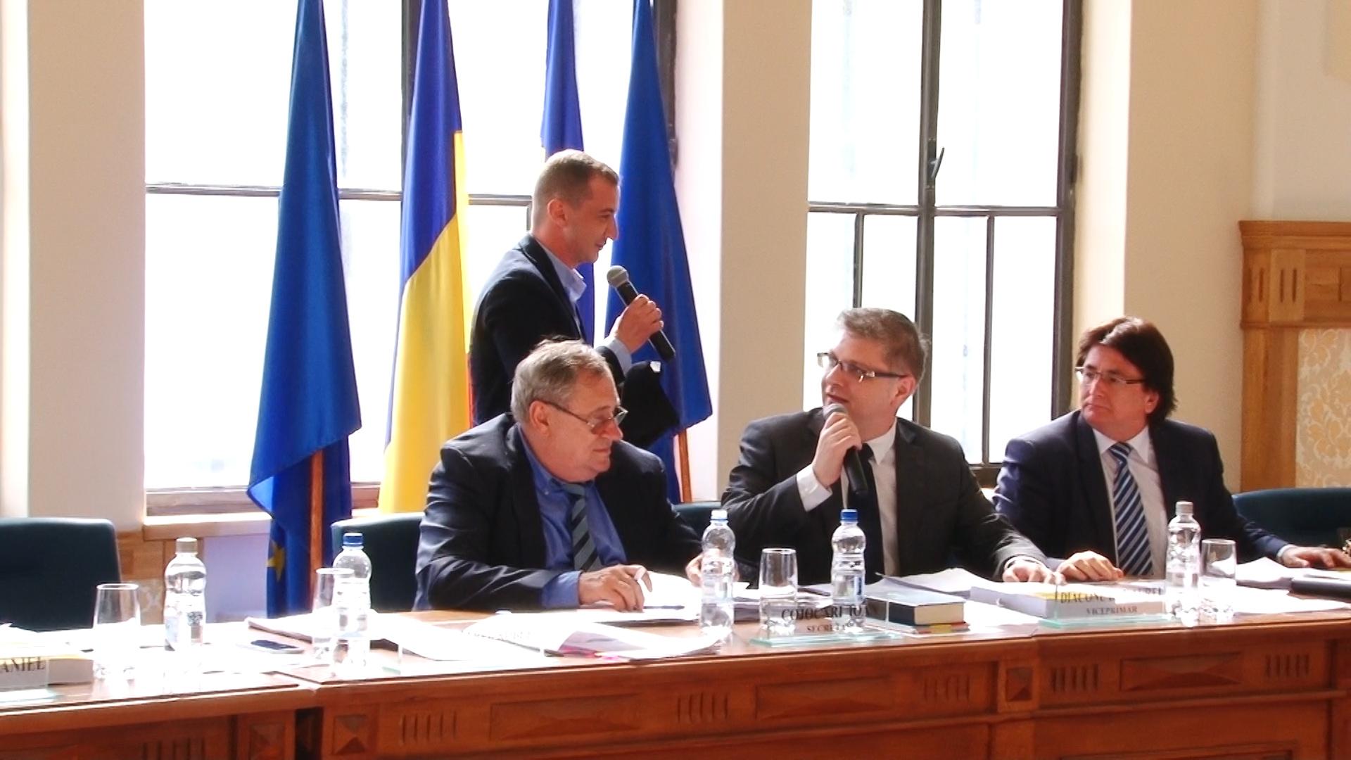 Primarul Robu şi consilierul Simonis, dispută pe… anchetatul Popoviciu.Still001
