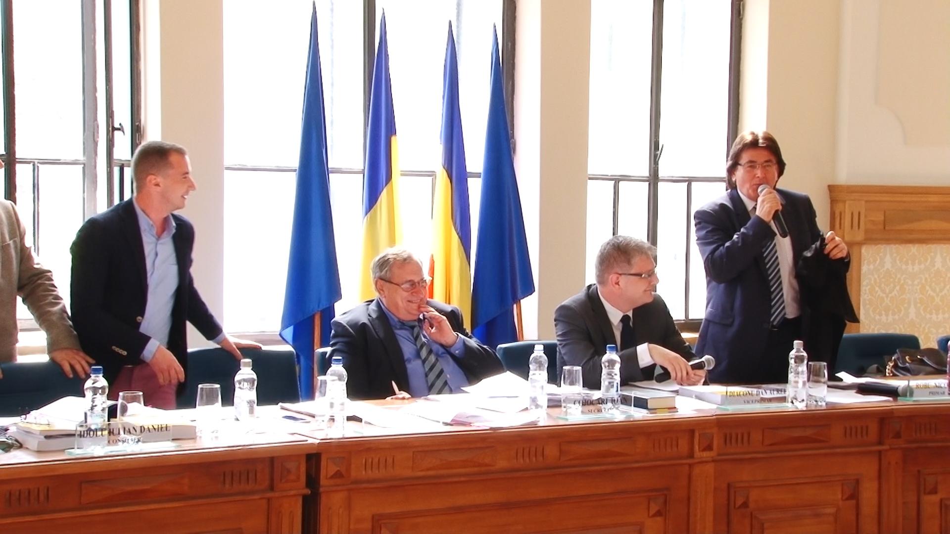 Primarul Robu şi consilierul Simonis, dispută pe… anchetatul Popoviciu.Still009