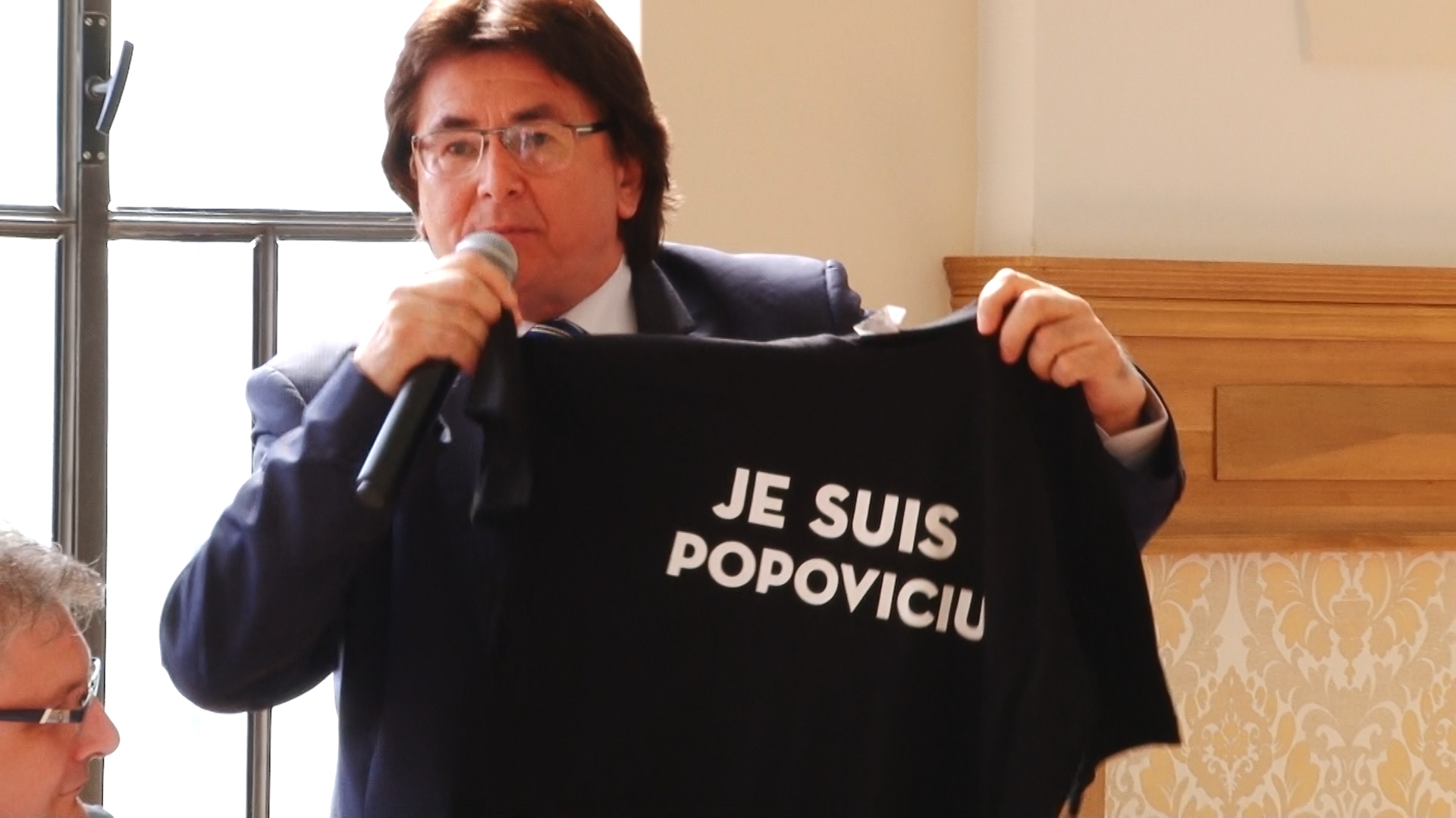 Primarul Robu şi consilierul Simonis, dispută pe… anchetatul Popoviciu.Still011