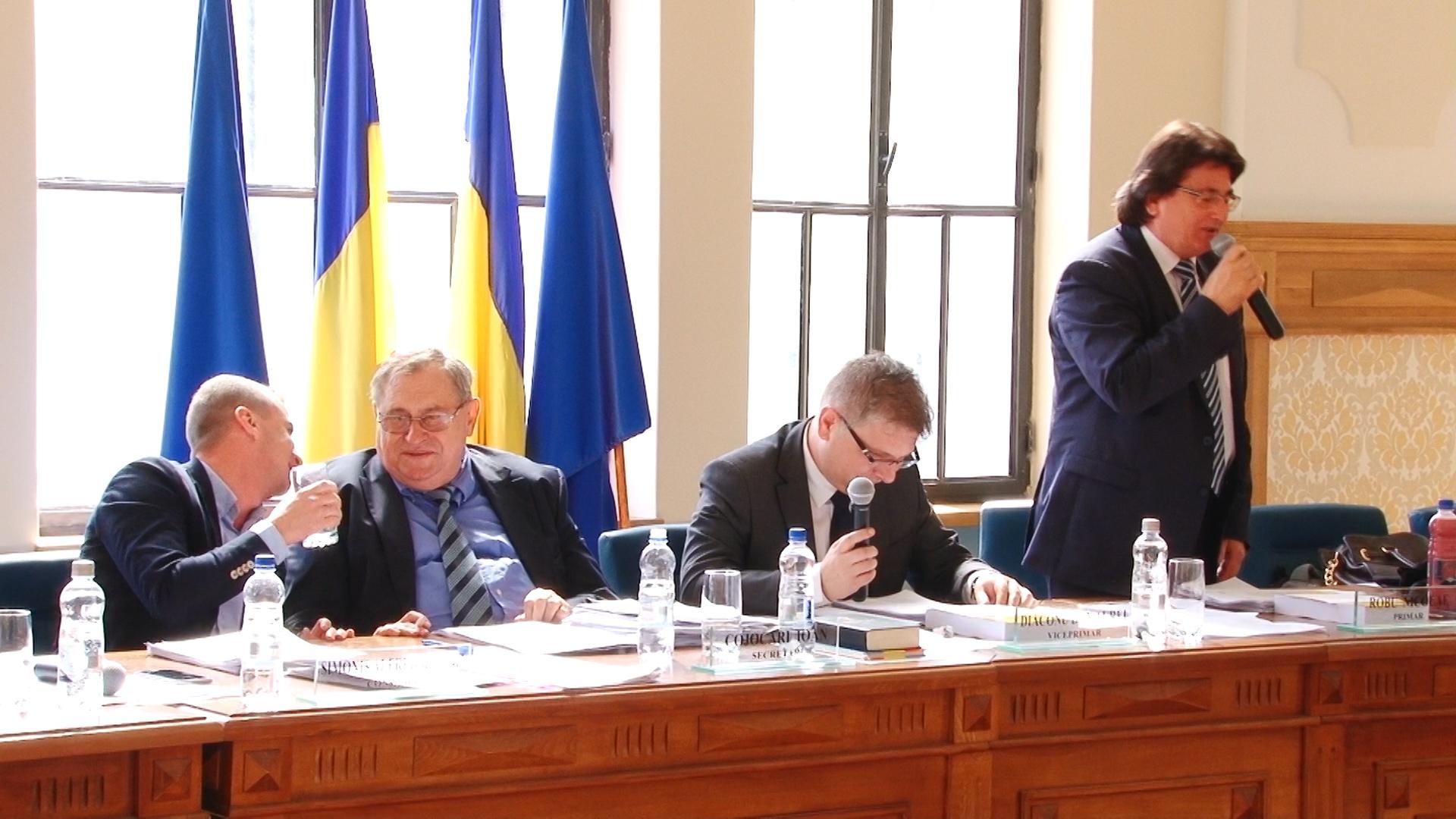 Primarul Robu şi consilierul Simonis, dispută pe… anchetatul Popoviciu.Still014