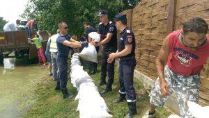 pompieri saci de nisip cod rosu (3)