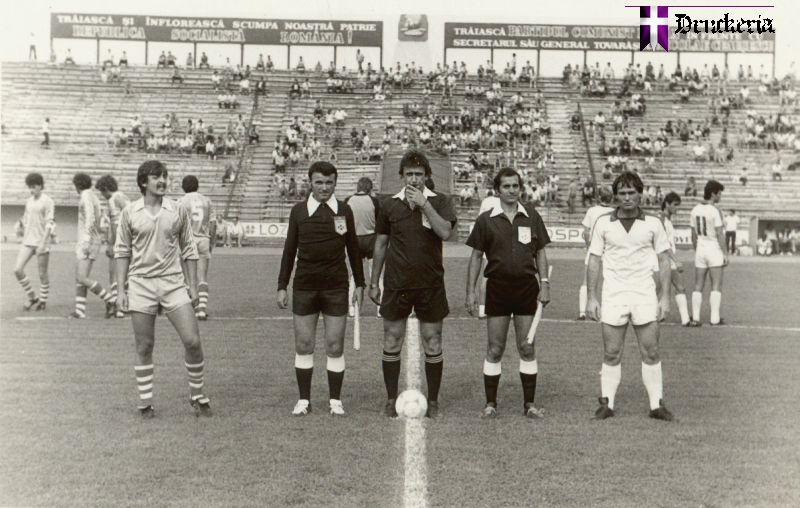 Înaintea amicalului Politehnica Timișoara – Minerul Bocșa 3-1 din 1986 (sursa: druckeria.ro)
