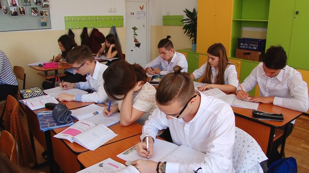 Elevii timișeni simulează examenele naționale.Still011