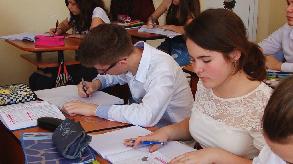 Elevii timișeni simulează examenele naționale.Still013