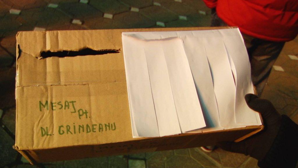 Proteste cu cutia 8