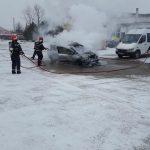 incendiu la autoturism in Moldova Noua (2)