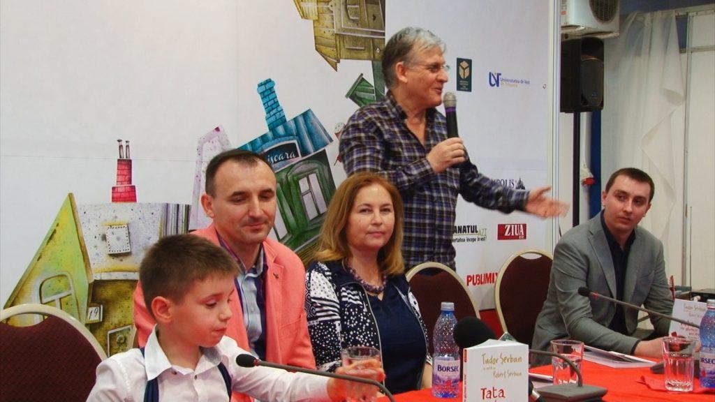 """Tudor Șerban, cel mai tânăr autor, debutează la Bookfest cu volumul """"Tata, eu glumesc serios!"""".Still003"""